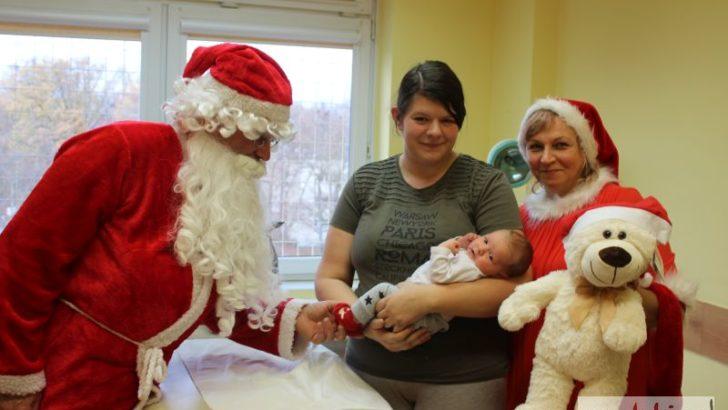Mikołaj z wizytą u małych pacjentów