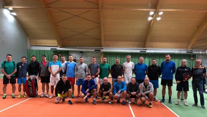 Tenisiści zainaugurowali rozgrywki w hali