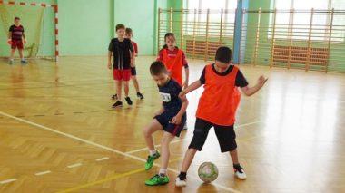 Z piłką i lotką – bezpłatne zajęcia SKS