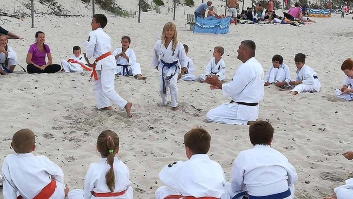 Wojownicy kyokushin nad morzem