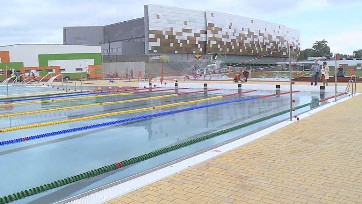 Spacer z kamerą wokół nowych basenów