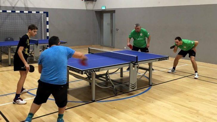 Zacięty pojedynek w piątej lidze ping-ponga