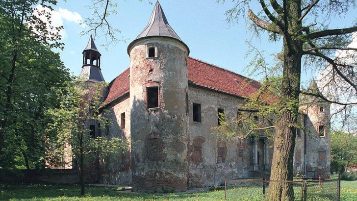 Zamek opanują turyści