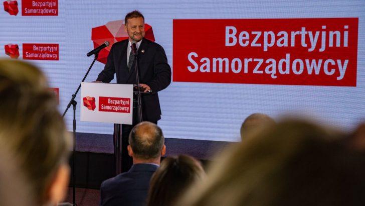 Najwięcej głosów ma PiS, ale karty rozdają Bezpartyjni