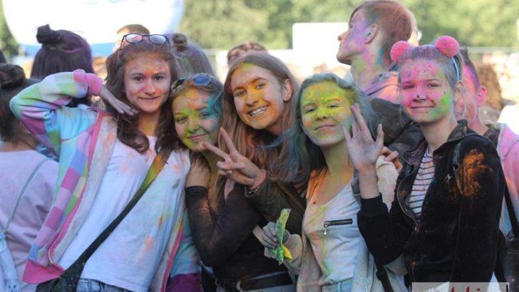 Kolorowe tłumy rozpoczęły święto miasta