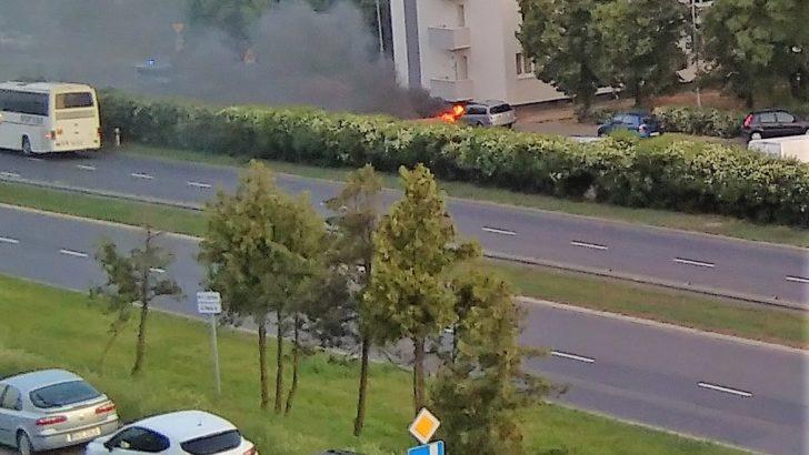 Spaliły się dwa kolejne auta