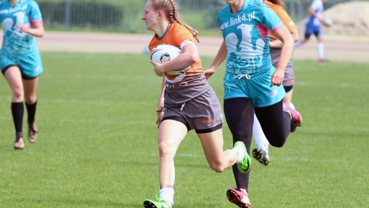 Mocne uderzenie w wykonaniu rugbystek
