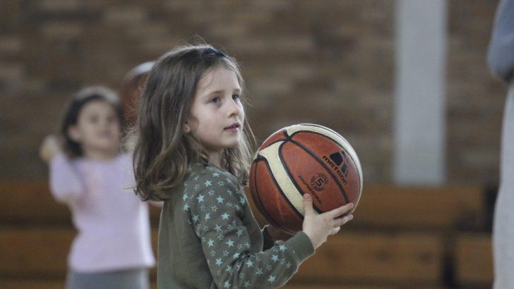 Wspaniała frekwencja podczas zajęć koszykówki
