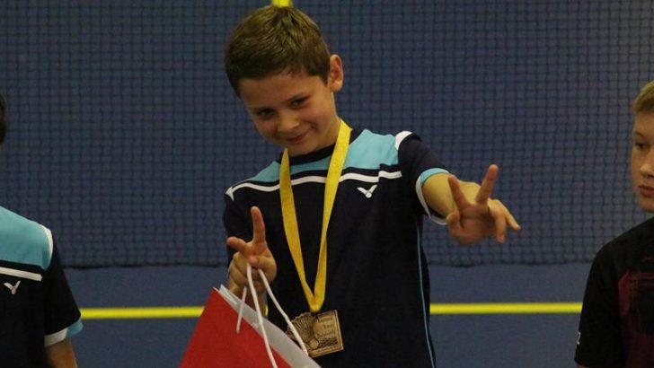 Zabawa i zdrowa rywalizacja badmintonowa