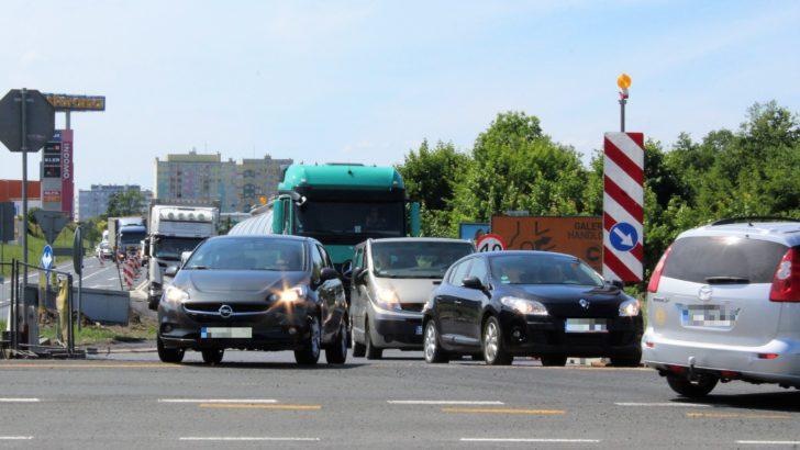 Gigantyczne korki na skrzyżowaniu przy Castoramie