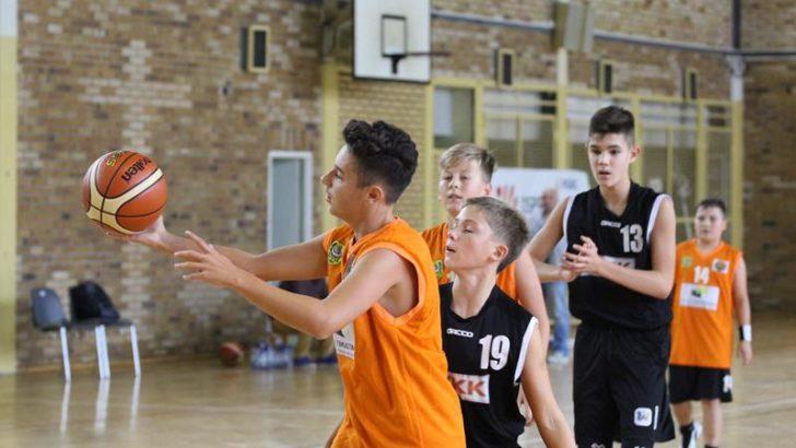 Solidna lekcja dla młodych koszykarzy