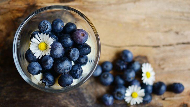 Owoce i mleko dla uczniów
