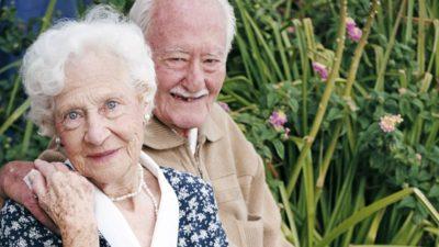 Świętują babcie i dziadkowie. Wyślij zdjęcie, wygraj bilet do kina