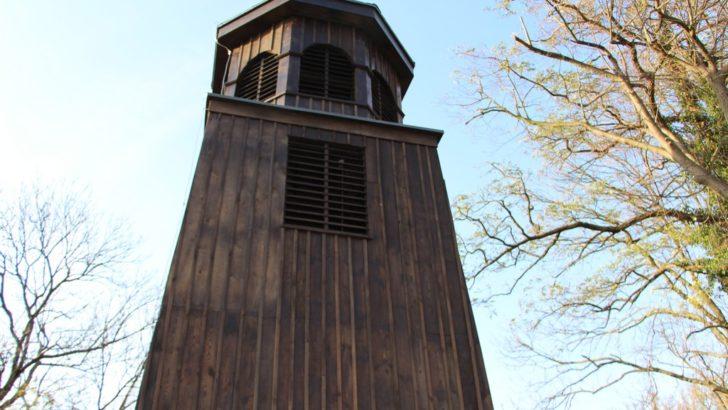 Zabytkowa dzwonnica w Czerńcu odrestaurowana