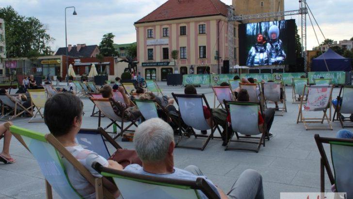 Kino plenerowe znowu w rynku