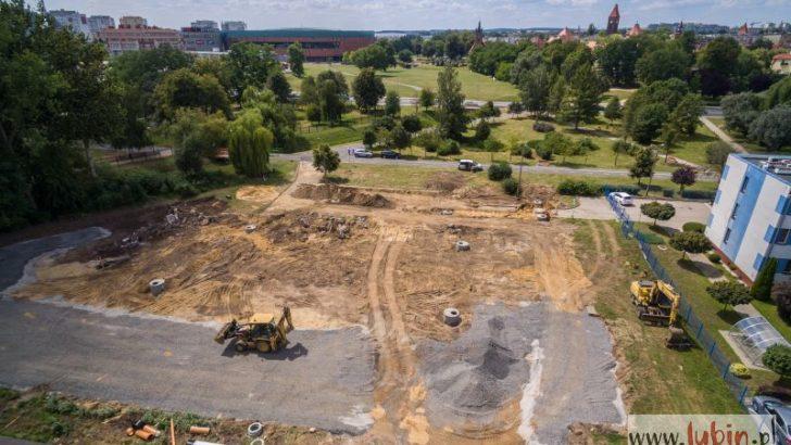 Budują parking