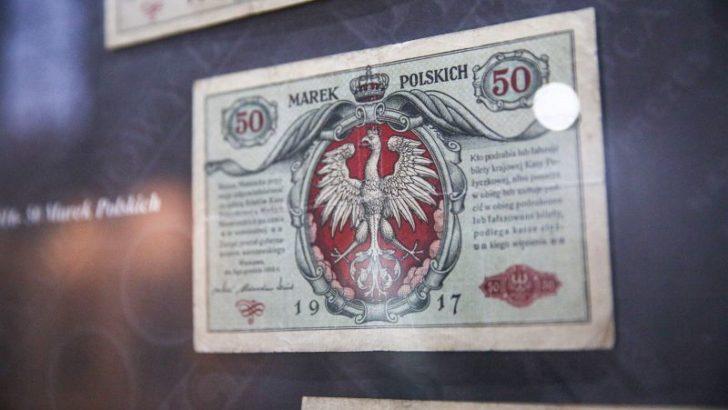 Wystawa polskich banknotów w galerii
