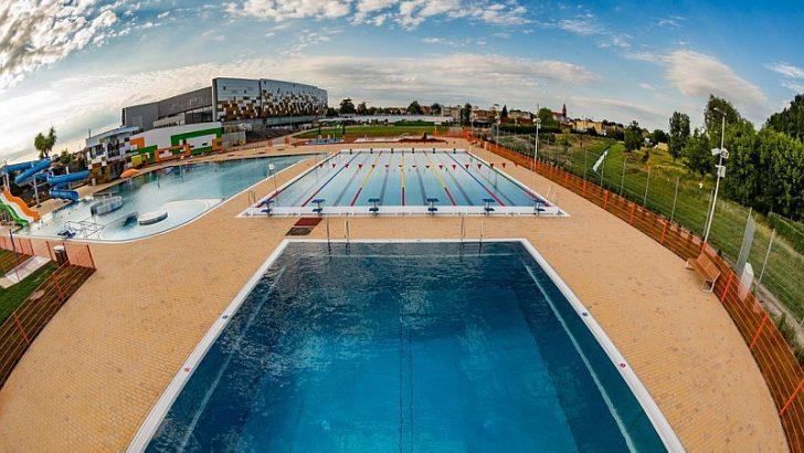 W piątek otwarcie basenu!